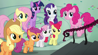 Rainbow's friends staring at her S6E7