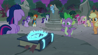 Twilight's friends notice the journal glowing S7E25