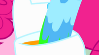 Paint pouring into Pinkie's saddlebag S4E12