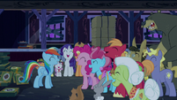 Rainbow and ponies laughing together S6E15