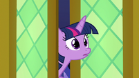 Twilight pokes her head in the dining hall S7E15