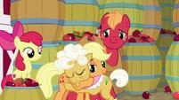 Applejack hugging Goldie goodbye S9E10