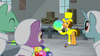 Cheese singing with a beach ball S9E14