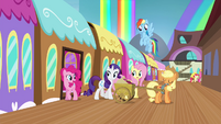 Mane 6 getting off the train S4E22