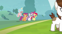 Crusaders and Cozy Glow notice Pipsqueak S8E12