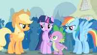 S01E06 Spike namawia Twilight do walki z Trixie