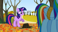 Twilight pointing at the stump S01E13