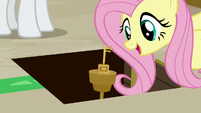 Fluttershy finds the room key S7E2