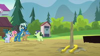 Thunderlane playing horseshoes with the campers S7E21
