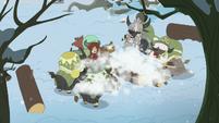 Yona and her family smashing the log S8E16