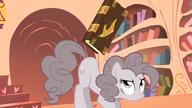 S02E02 Pinkie odbija książkę