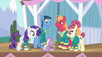 Spike complimenting Rarity S4E14