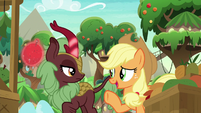"Applejack ""now you say, 'who's there?'"" S8E23"