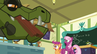 Cheerilee and Scootaloo look at cragadile S9E12