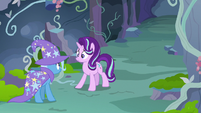 Starlight and Trixie outside Thorax's throne room S7E17