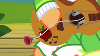 Suction cup pops out of Apple Chord's guitar S9E4