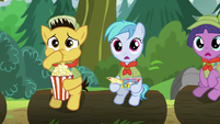 Fellow Campers Captivated by Rara's singing S5E24