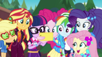 Pinkie's friends impressed with her picture EGDS44