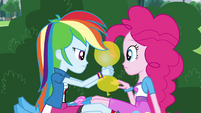 Rainbow Dash deflates yellow balloon EG3