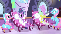 Rarity styling Twilight Sparkle's mane MLPS1
