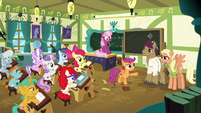 Scootaloo introduces class to her parents S9E12
