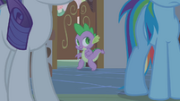 Spike sneaking into the kitchen S1E09