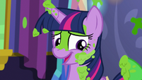 Twilight chuckles while covered in mashed peas S7E3