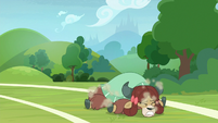 Yona trips over onto the ground S8E15