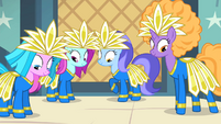 Backup dancers in costume S4E19