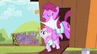 Berryshine bumping into Piña Colada S02E05