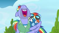 Bow Hothoof hugging Rainbow Dash S7E7