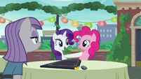 Rarity acting --And now I know exactly what to order-- S6E3