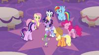 Twilight Sparkle addressing her friends S9E26