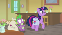 Twilight trotting up to Dusty Pages S9E5
