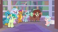 Cozy Glow looks confused at Young Six S8E22