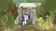 S07E25 Rarity dociera do pałacu Sable Spirit