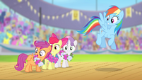 Scootaloo --cutie marks in flag carrying-- S4E05