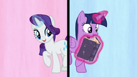Rarity and Twilight Sparkle in a split-screen S7E14