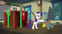 Rarity positions Gabby in specific spot S9E19