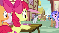 Rumble waving to the Cutie Mark Crusaders S7E21