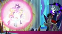 Sombra unable to break the ponies' magic S9E2