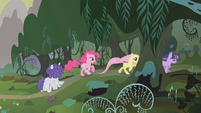 Twilight and friends race into the forest S1E09