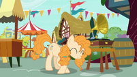 Pear Butter curtsying to Bright Mac S7E13