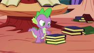 S01E10 Spike bierze książki