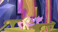 S05E23 Podekscytowana Twilight wita Fluttershy