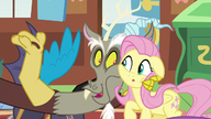 S06E17 Discord obejmuje Fluttershy