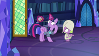 Twilight pointing at her brain S9E16
