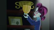 Cinch holding up trophy EG3.png