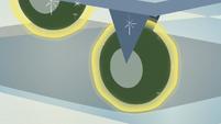 Flurry Heart's magic covers the cart's wheels S7E3