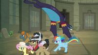 Ponies run away as Ahuizotl pounces S9E21